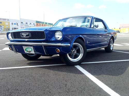 Clásico Ford Mustang para alquilar en bodas de Andalucía